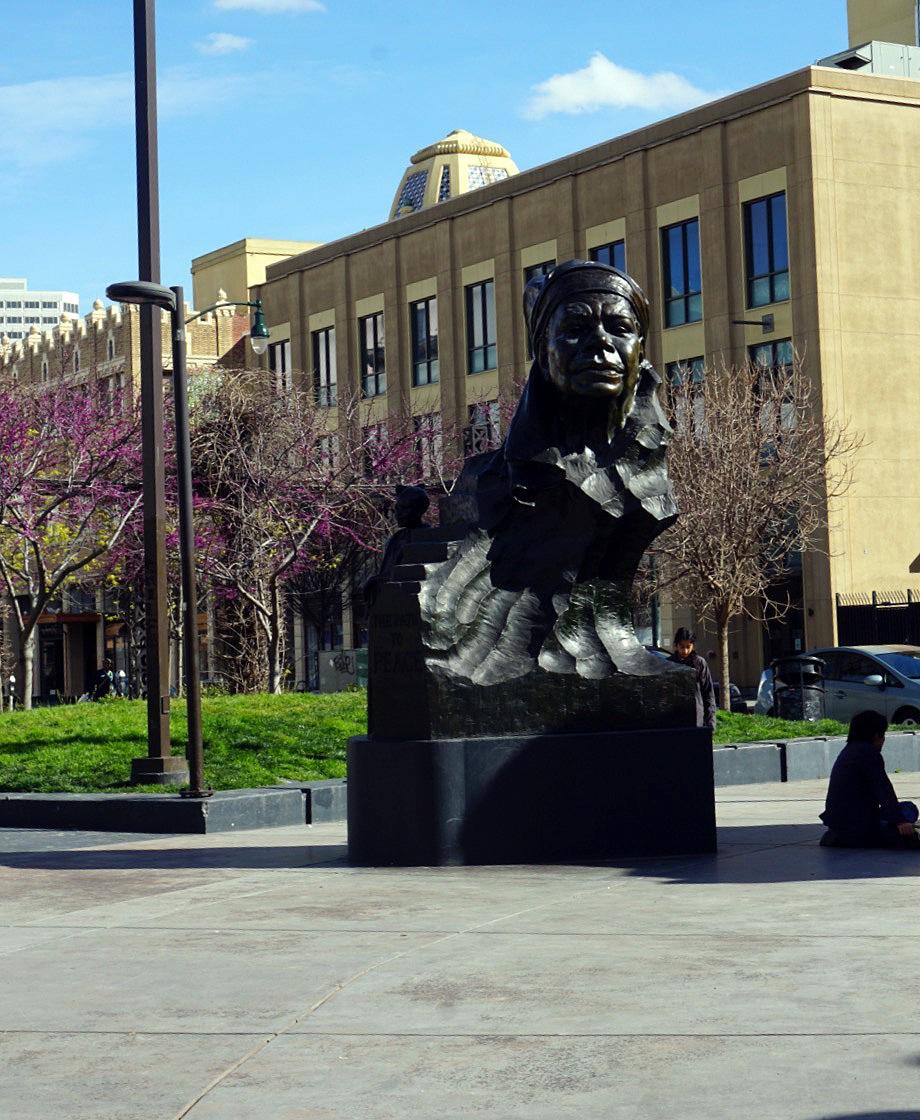 Oakland-California-Statues-Landmarks-Travel-Traveller-LINDATENCHITRAN-Blogger-10-1616x1080.jpg