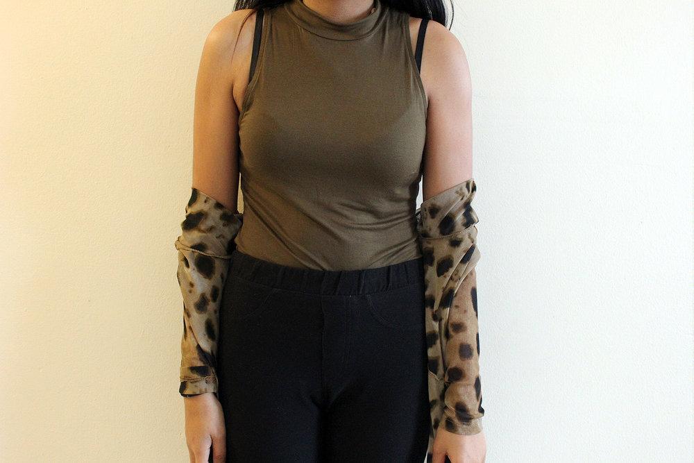 Styling-Leopard-Cardigans-Olive-Green-Bodysuit-Work-Appropriate-Office-Wear-Style-Blogger-LINDATENCHITRAN-9-1616x1080.jpg