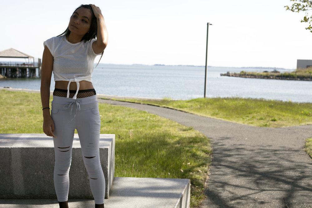 TOSAVE-Joggers-Crop-Top-Fishnet-Trend-Style-Blogger-Fashionista-LINDATENCHITRAN-10-1616x1080.jpg