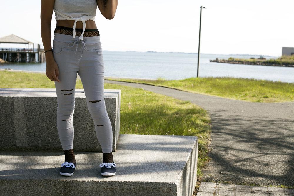 TOSAVE-Joggers-Crop-Top-Fishnet-Trend-Style-Blogger-Fashionista-LINDATENCHITRAN-11-1616x1080.jpg