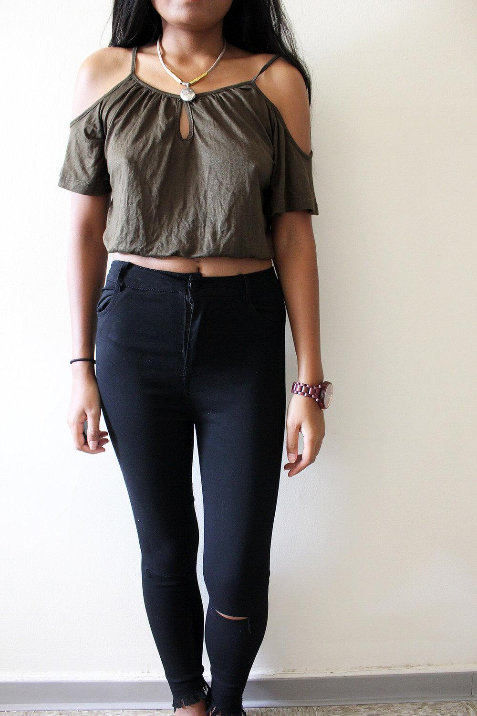 Army-Green-Ripped-Jeans-Shein-Fall-Style-Blogger-FASHIONISTA-LINDATENCHITRAN-1-1616x1080.jpg