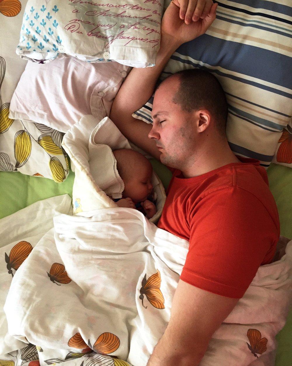 Spanie v zavinovačke a s ocinom :)