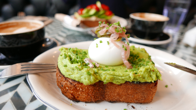 Den perfekta avocadomackan på jane on Larkin i San Francisco