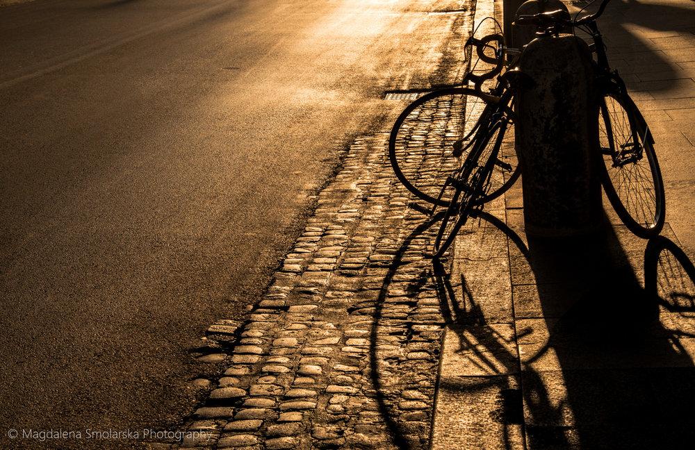 London & Brighton Portrait Photographer- Bicycle sunset in Rome with Magdalena Smolarska