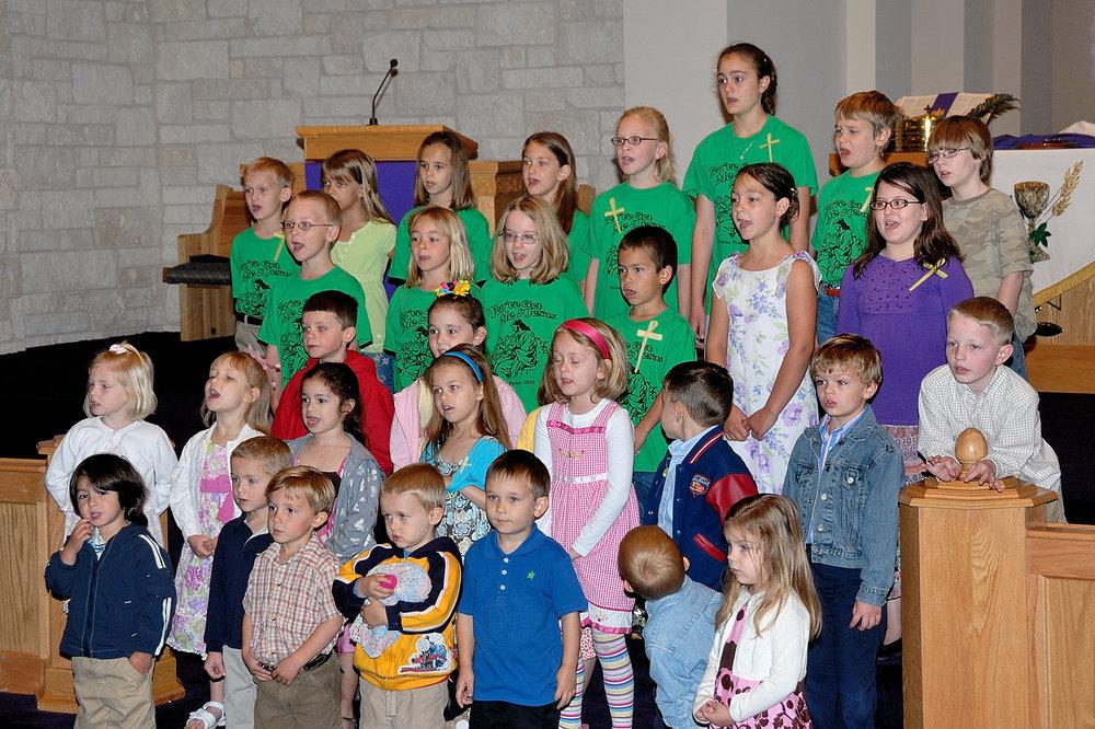 2009 Choir Child DSH_2147 4x6.jpg