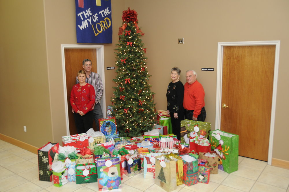 2011-12 Cmas Tree Gift Kids JFB_8777.JPG