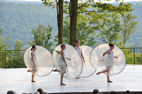 belleContemporaryDanceCo_InsideOut_2012TaylorCrichton_courtesyJacobsPillowDance_009-L.jpg