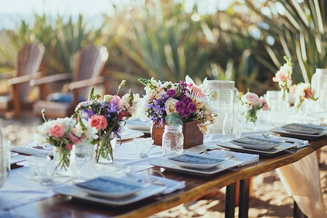 A simple and intimate beachfront dinner in the sand. 🌹🌴🌊// Photo by @costavidaphoto. Floral by @eventosartesanos. . . . #costaricabeachwedding #beachweddingdecor #travelandgetmarried #weddinginspo #weddingstyling #weddingdecor #costaricawedding #weddingplanner  #costaricaweddingdecor #weddingplannercostarica #destinationwedding #costaricaweddingplanner #bohowedding #bohoweddingtheme #bohoweddingideas #costaricaflorist #costaricavenue #costaricaweddingphotography #fourwindsweddings