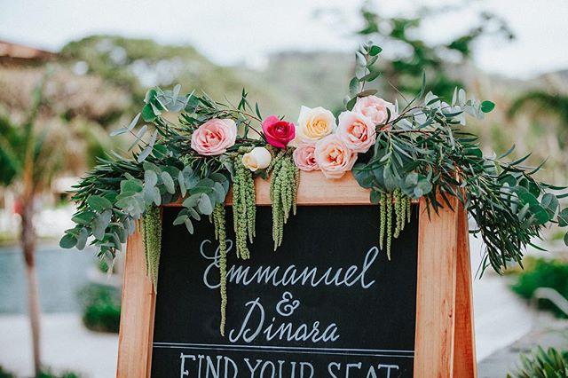 Every bride deserves a little chalkboard bling 📷@costavidaphoto #floraldesign #chalkboard #weddingdetails #weddinginspo #bohoinspo #costaricawedding