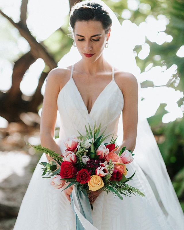 Our beautiful bride Angela on her wedding day 📷 @costavidaphoto #bride #floraldesigner #bouquet #destinationwedding