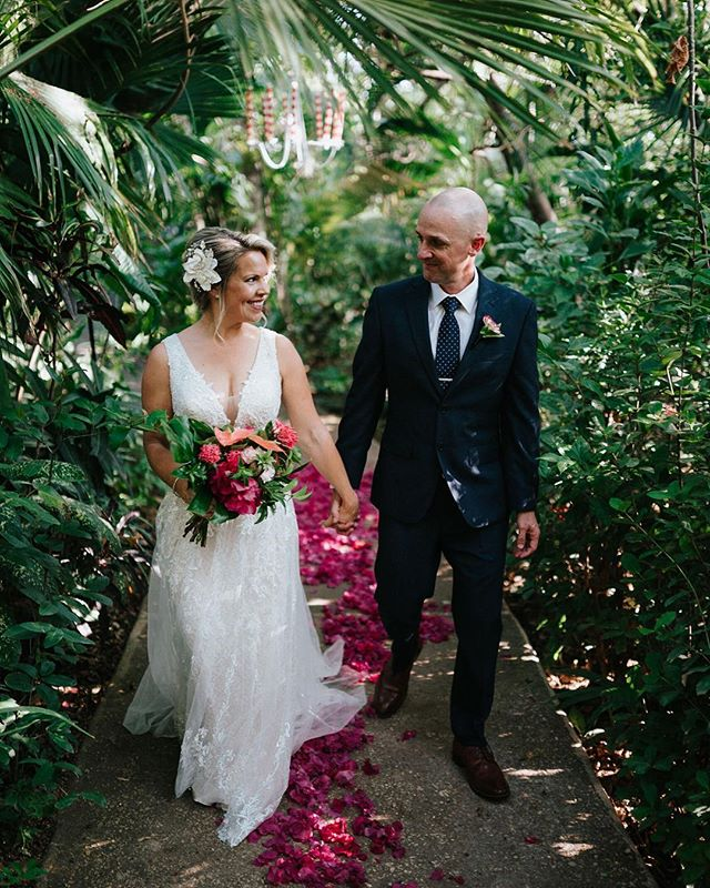 Nicole and Mark were looking for a jungly setting for their elopement. The beautiful grounds of @calalunahotel provided this couple with their dream location 📷@costavidaphoto. #elopement #costarica #elope #costaricaelopement