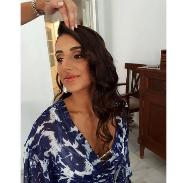 Si buscas un look de #maquillaje y #peinado ideal para tu próxima boda o evento especial no dudes en confiar en @anaespejostyle como hizo @_poki para la boda de su hermana 😉#invitadaideal #invitadaperfecta #MuHa #makeup #hair #Sevilla #Comunicación #communitymanagement