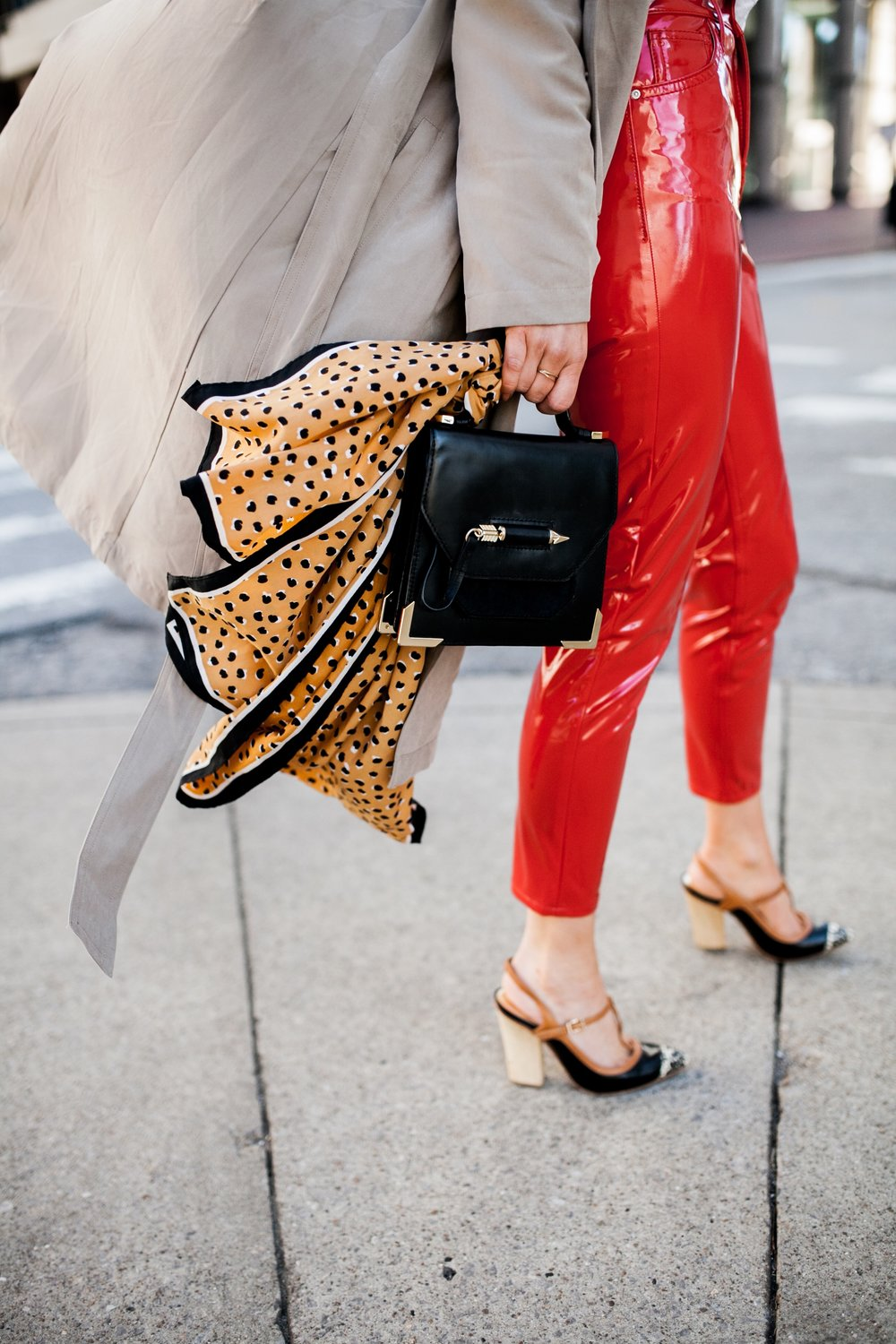 accessory-trends-bag-with-scarf.JPG
