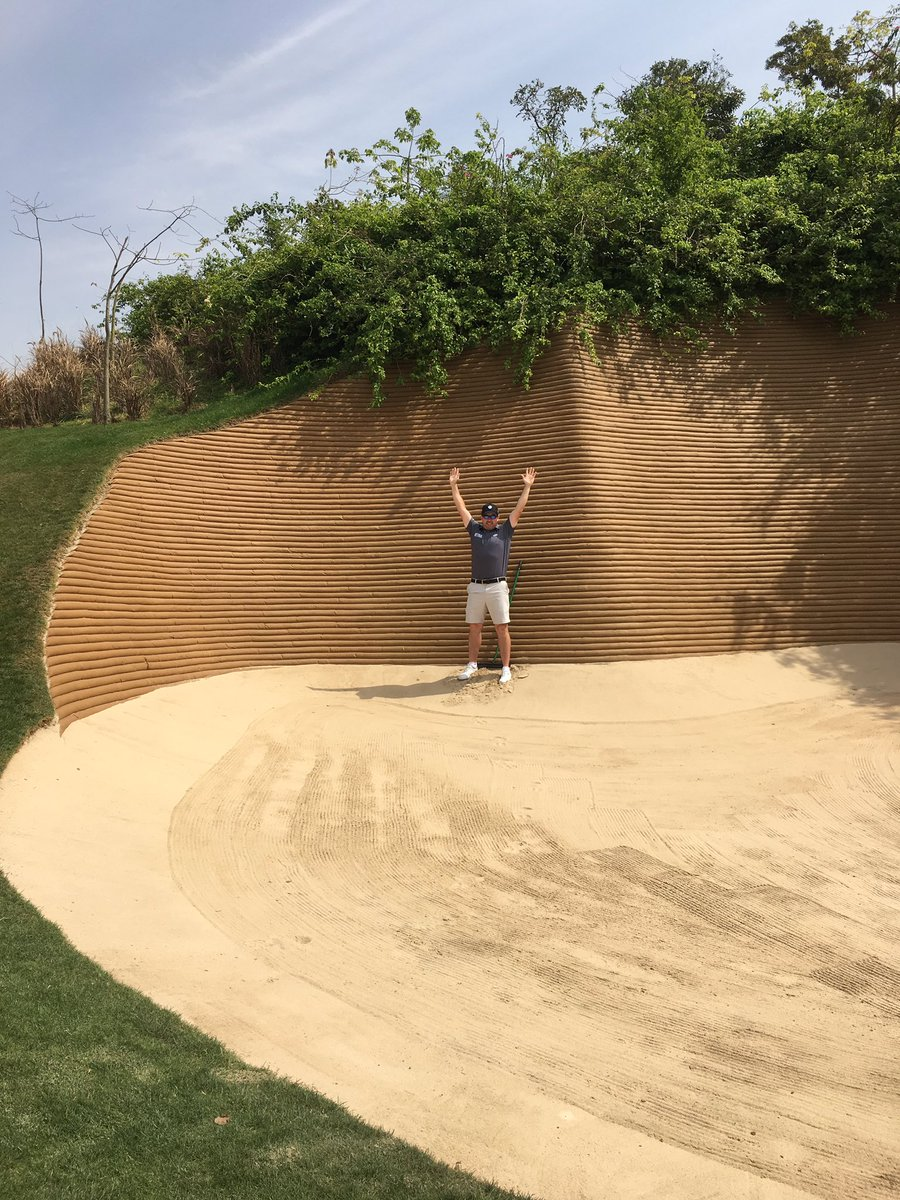 Glad the bunkers ill be avoiding here are nothing like the ones in India!!! I don't spend much time in them but I could see me being too greedy and stuck in this one all day.