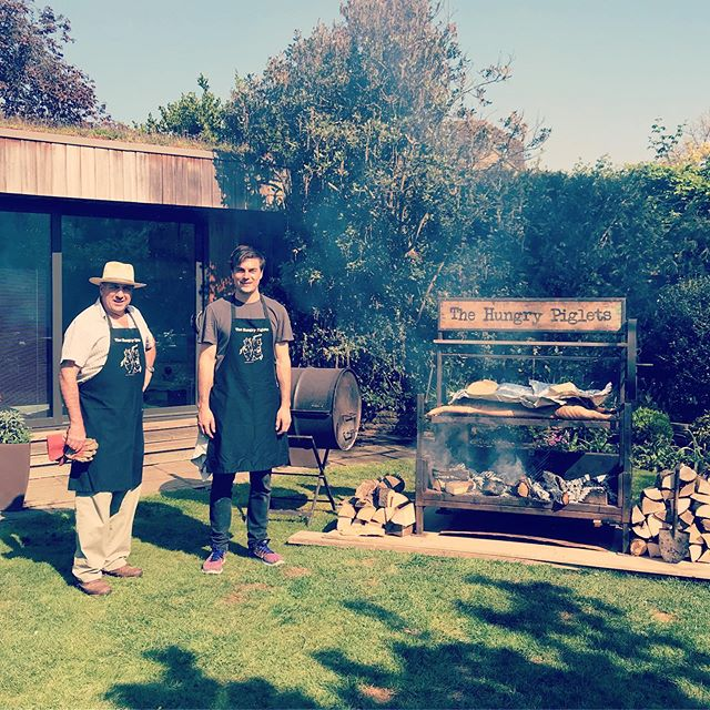 Happy Easter everyone. Perfect day for a #bbq #bbqpig #cracklingpork