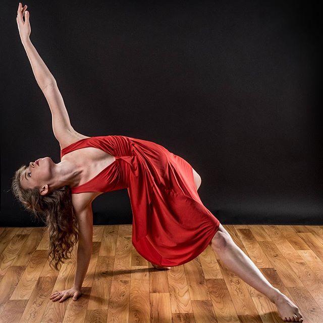 Reaching for my goals like: • • • 📸: @bobbilanephoto  #monday #mood #motivation #mfa #nomoreschool #firstdayofclasses #professor #dancer #choreographer #stl #photography #shutterfest2016 #latergram #pose
