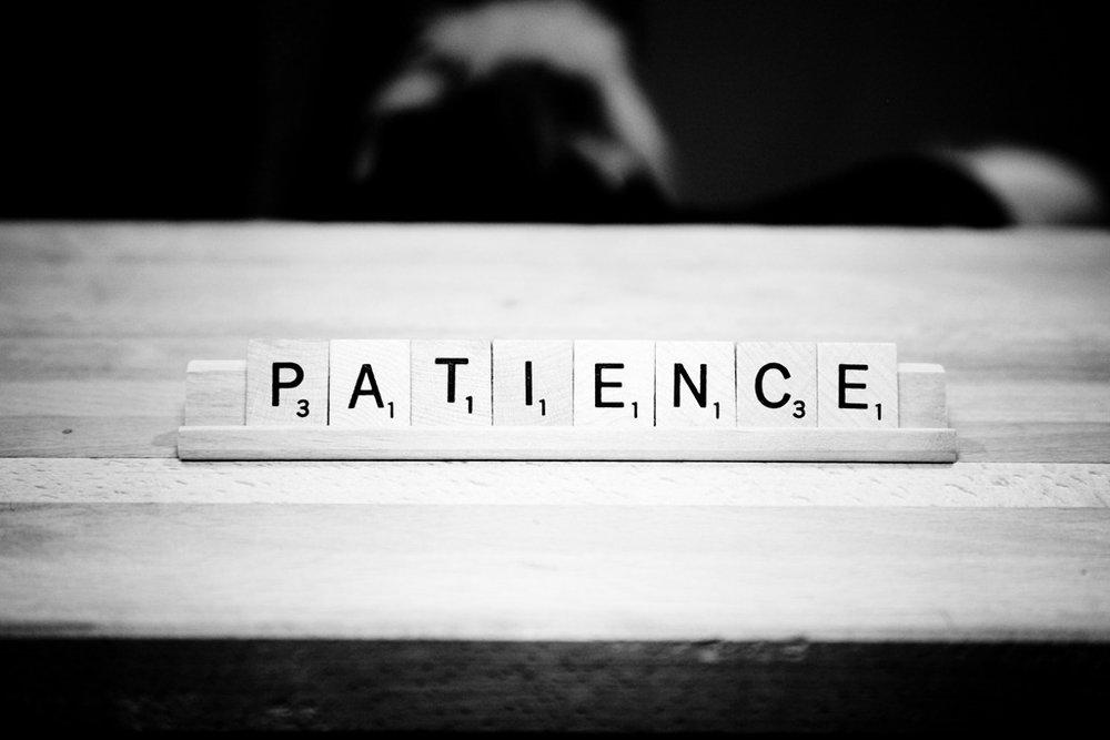 patience Patience spel patience spel is een kaartspel waarbij het doel is om alle kaarten weg te spelen uitleg: in het spel is het doel om de kaarten van aas, 2 t/m 10, boer, vrouw, heer in de juiste volgorde en kleur in de vakken uit te leggen.