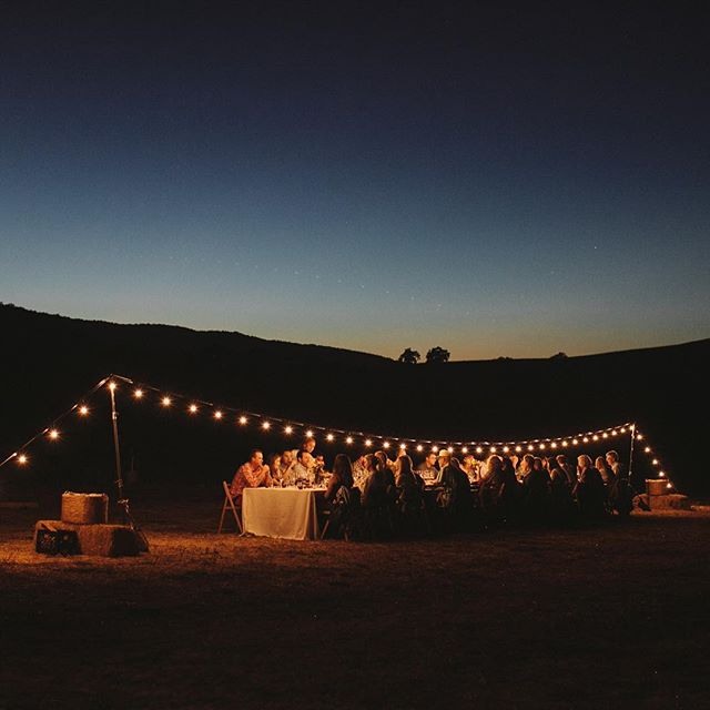 Nothing quite tops a farm dinner that ends under the stars and twinkling lights, with bellies full, and new and old friends all around! ✨