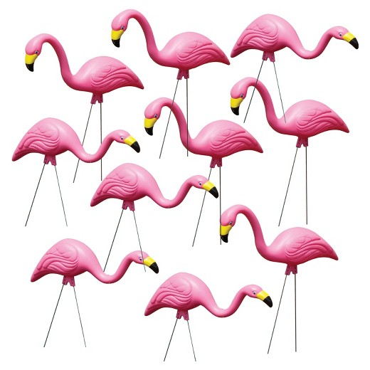 yard flamingos