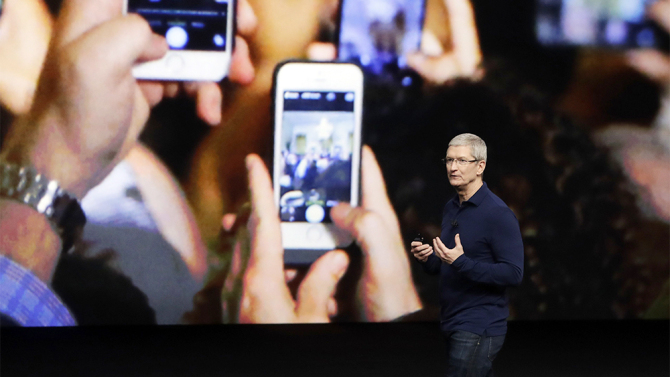 iphone-7-tim-cook.jpg