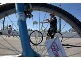 Calgary woman builds a business teaching immigrants how to cycle