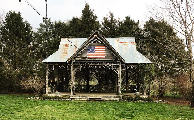 leiper's fork, TN // what seems like a small hillbilly town filled with charm, beautiful local art, and southern vernacular structures