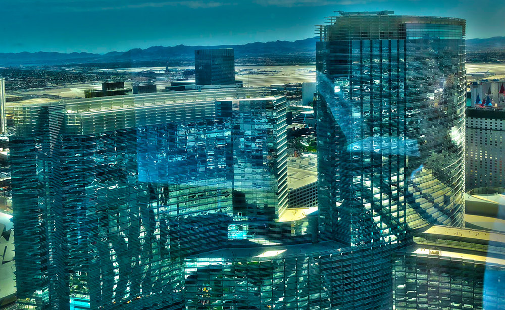 Aria - Eröffnet: 2009Casino-Grösse: 13'935m²Resort-Fee: 39 US-DollarZimmeranzahl: 4'004 (inkl. Tower-Suites und Sky-Suites mit vielen Extras)Hypermodernes Hotel inmitten des «City Center»-Komplex mit grossem Spa (7430m²).