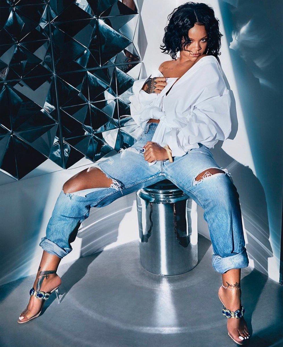 Rihanna - Best R&B/Pop Artist
