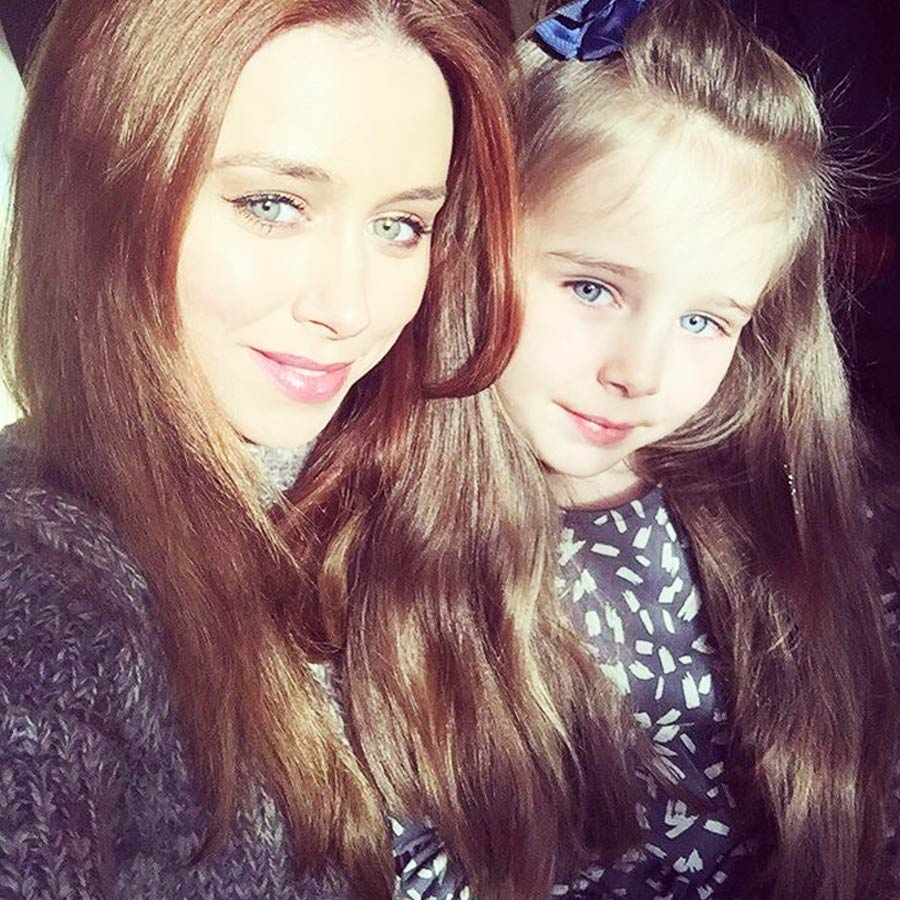 Aoife Belle Foden Comfy cuddles with Mum Una in Mainio top