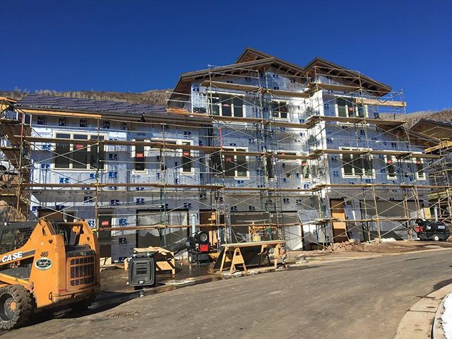 Getting ready for siding to go up tomorrow! . . . #makingprogress #chamonixvail #vail #townofvail #mountainliving #underconstruction #359design #architects #designers #townhomes  #scaffolding #residential #aia #colorado #design #modular #progress #construction