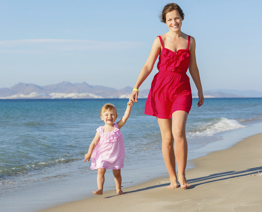 Mother-and-daughter-on-the-beach-000020857172_Double.jpg