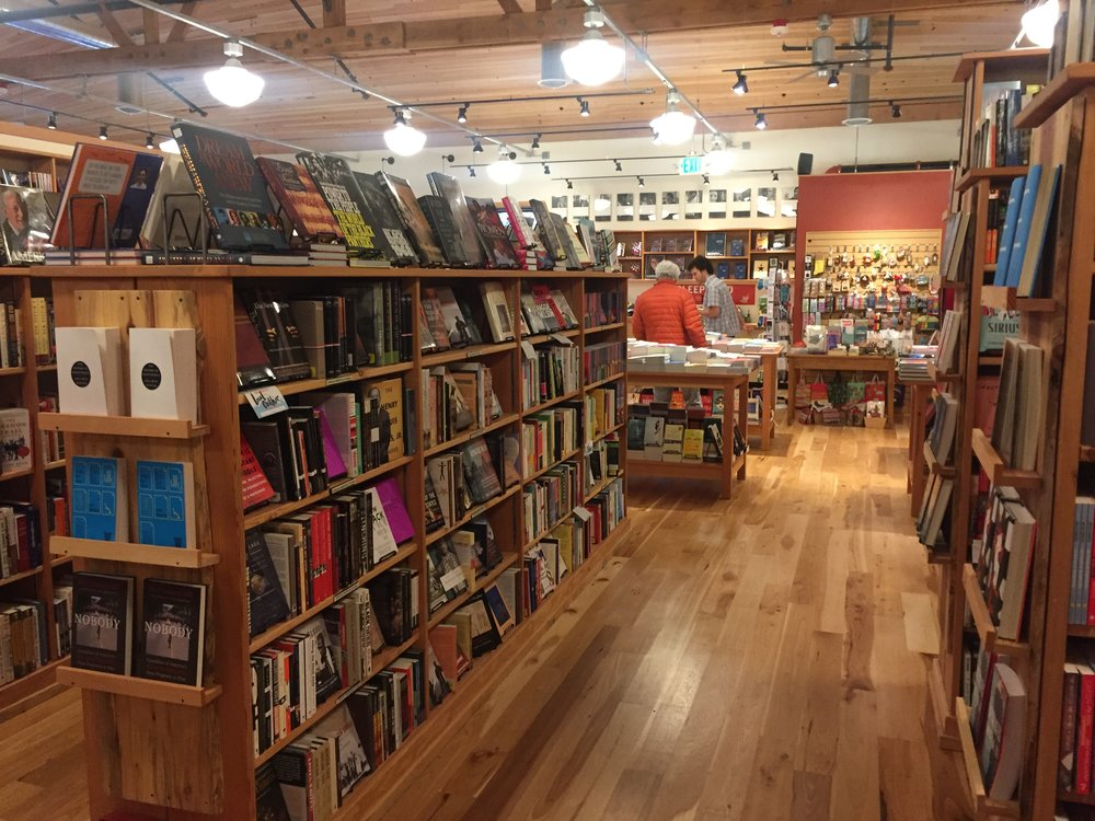 Lifestyle Meets Literature: Day Dates and Bookstore Love