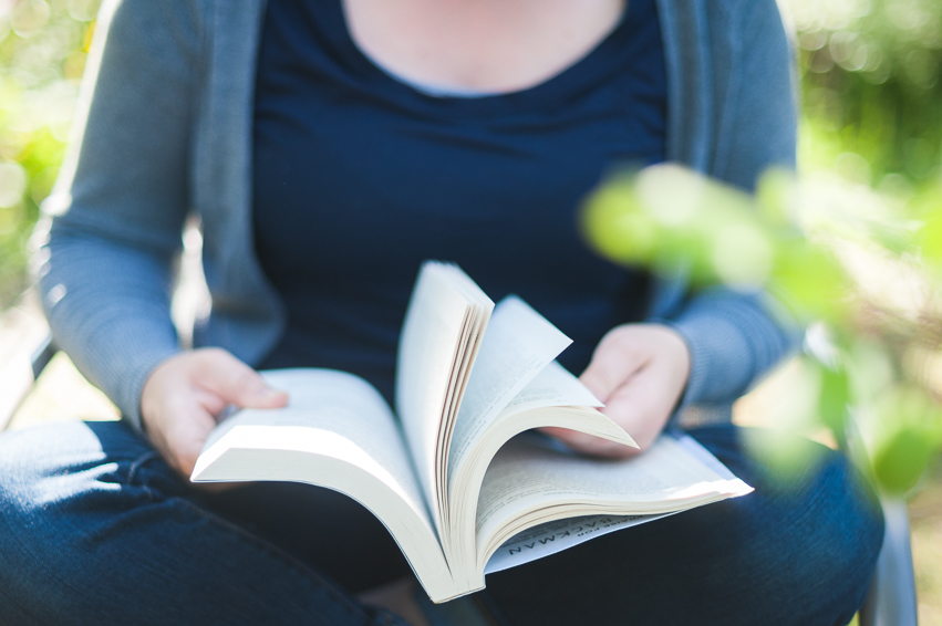 booksinhand_007.jpg