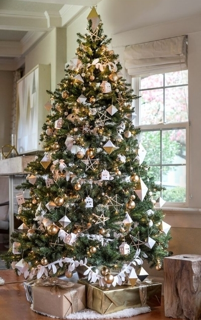 The combination of gold & white with geometric ornaments on this tree is the perfect touch of modern!