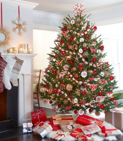 I love Christmas trees that have handcrafted elements. This red and white tree features handmade ornaments and garland that bring an awesome vintage feel to the decor!