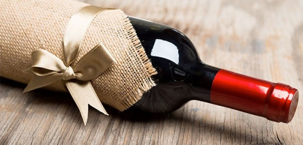 How to gift wine as a host gift: tips from a sommelier