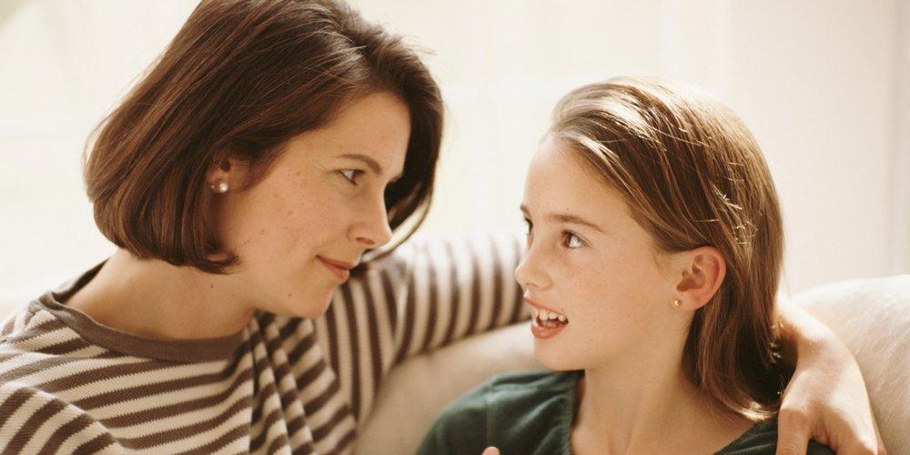 mom talks to young teen girl 1120.jpg