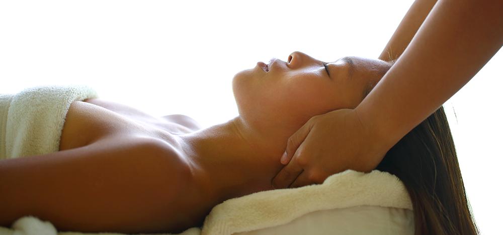 Soneva-Jani_Head-Massage1-by-Stevie-Mann.png