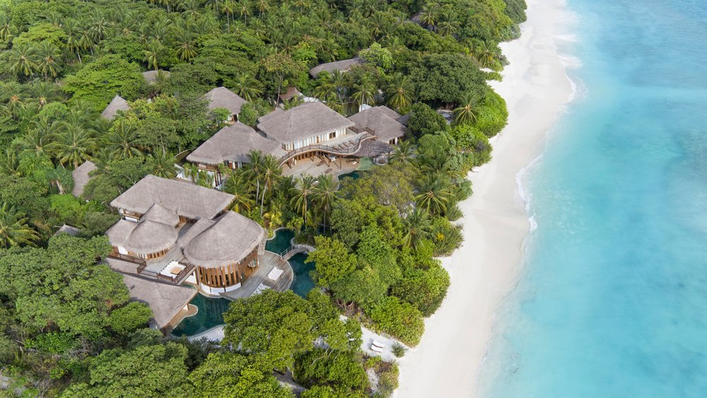 001-Soneva+Fushi_Villa41_Aerial_Shot_3_by_Richard_Waite.jpg