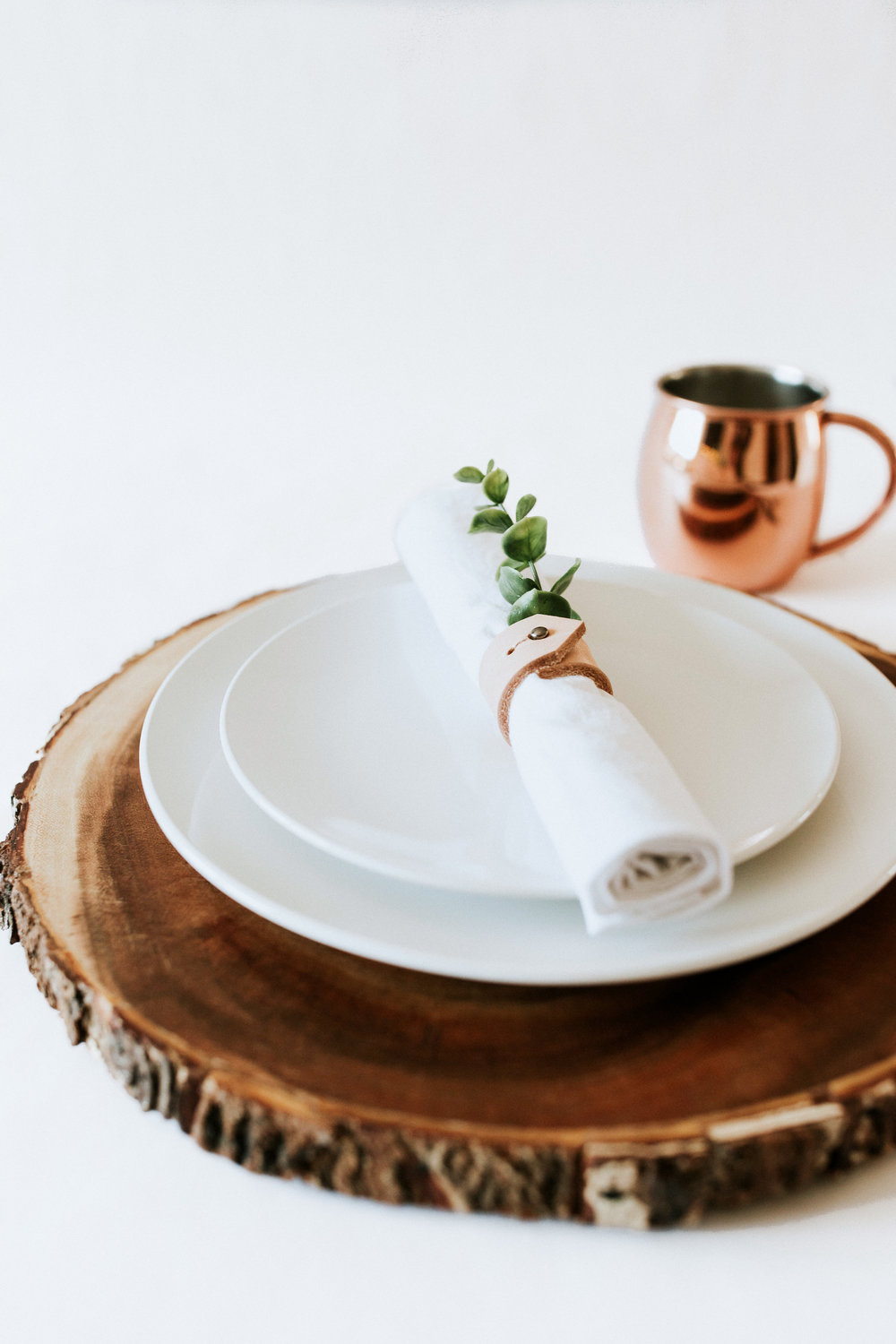 How to create / DIY a natural minimal table setting - wood charger white plates & HOW TO CREATE A NATURE INSPIRED TABLE SETTING u2014 Refined Design