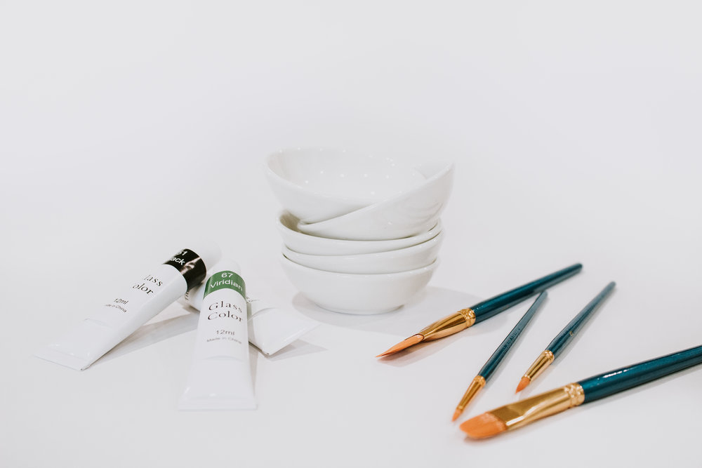DIY painted jewelry dish - paint your own jewelry bowls with unique designs and patterns. Here's the supplies you need - ceramic bowls, glass paint, and paint brushes