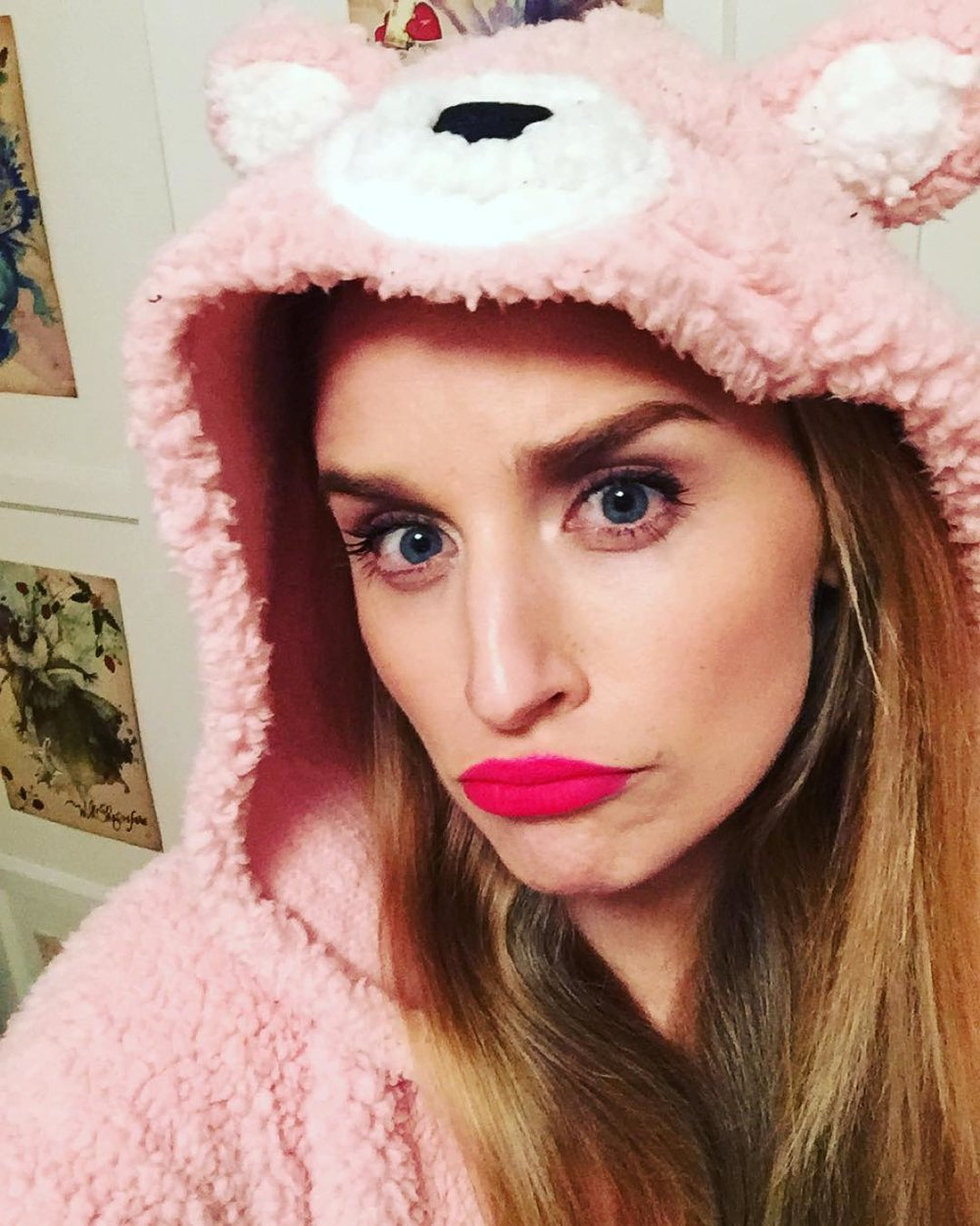 How to best deny #monday 's existence … Do #la 's version of snuggling … Must be in a #onesie w #fullmakeup #prettyinpink #twomodelsdo #editing