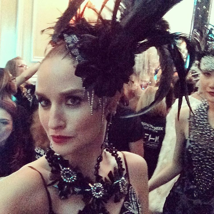 Just call me the #fascinator ! @suewongfashion #suewongshow #taglyncomplex @lamodelsrunway #model #makeup #catwalk #suewong