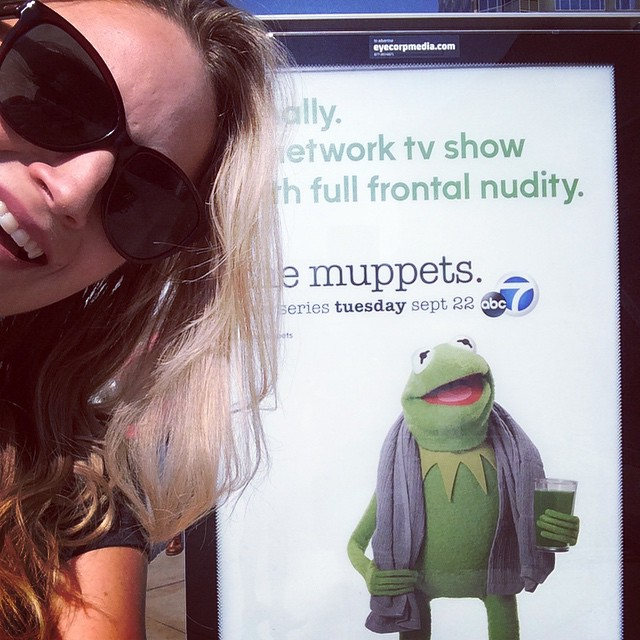 #goofmorning Beyond excited! screw sat morning cartoons #themuppets are back ! #Kermit #misspiggy #actress