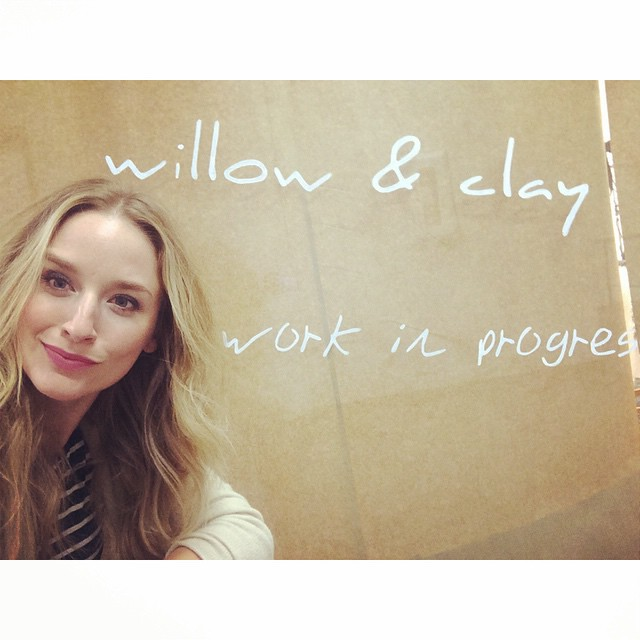 Thanks #willowclay for reminding us that we are always a #workinprogress amazing #fashion #leggings #astonmodels #model #blonde #curls #photoshoot #werk