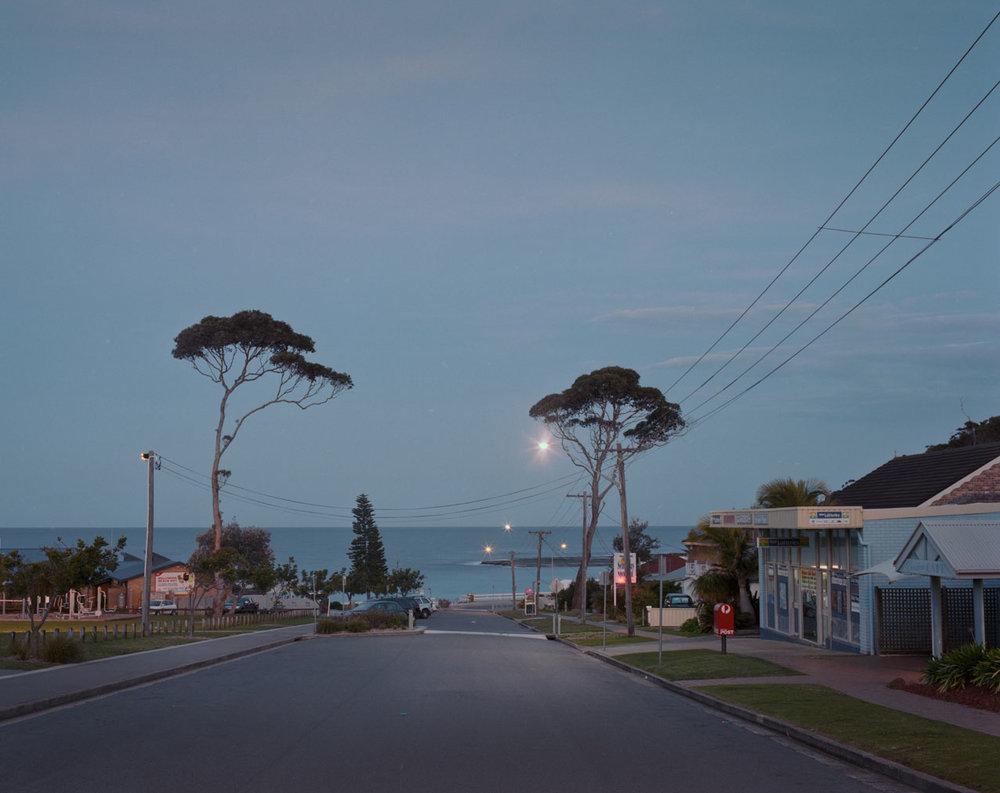 Mollymook---down-street-towards-beach.jpg