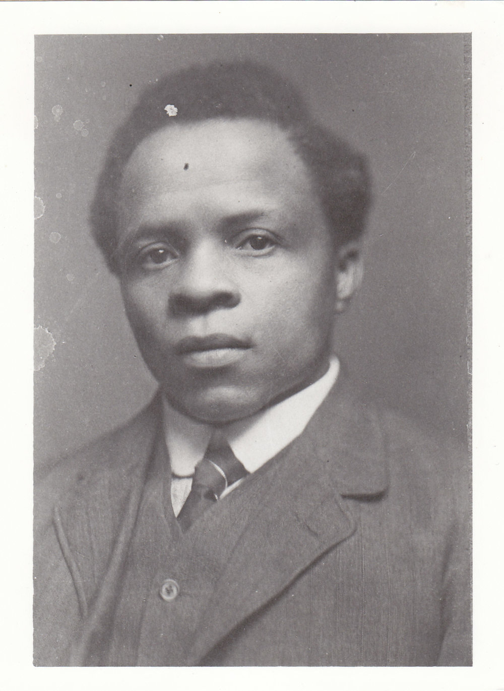 Portrait of Sol Plaatje during his 1916 trip to England.