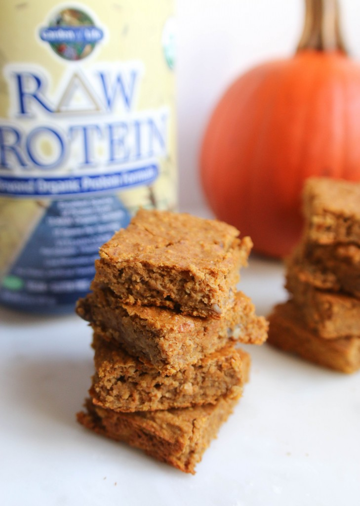 Carrot Cake Protein Bars from Jamie Eason's LiveFit program! ahealthfulheart.com
