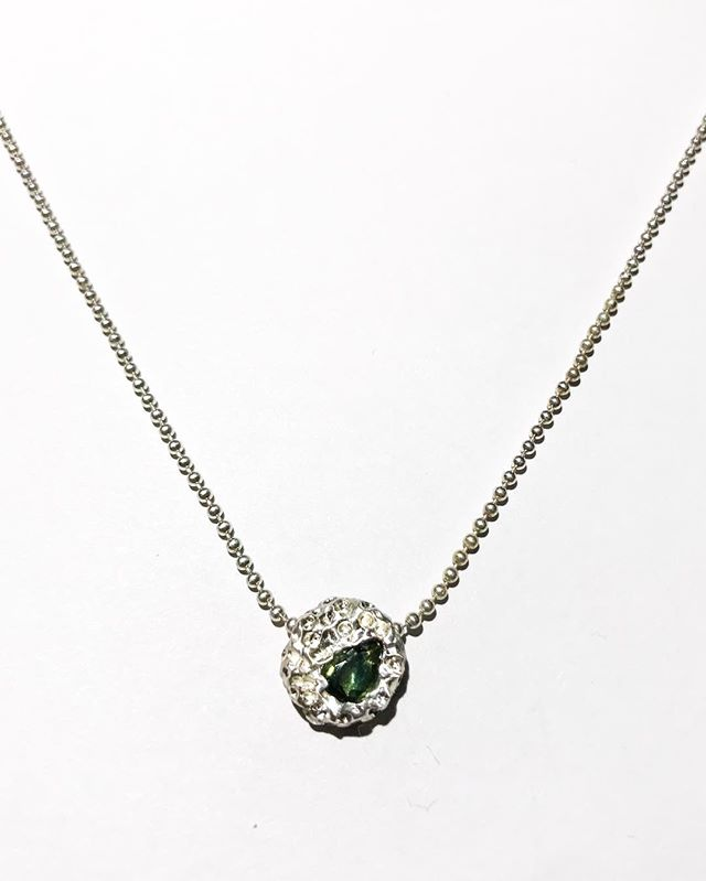 Cute little blob pendant with a lovely green sapphire for the finally 18 year old @ash.evans_ ! You're great my little love xxx