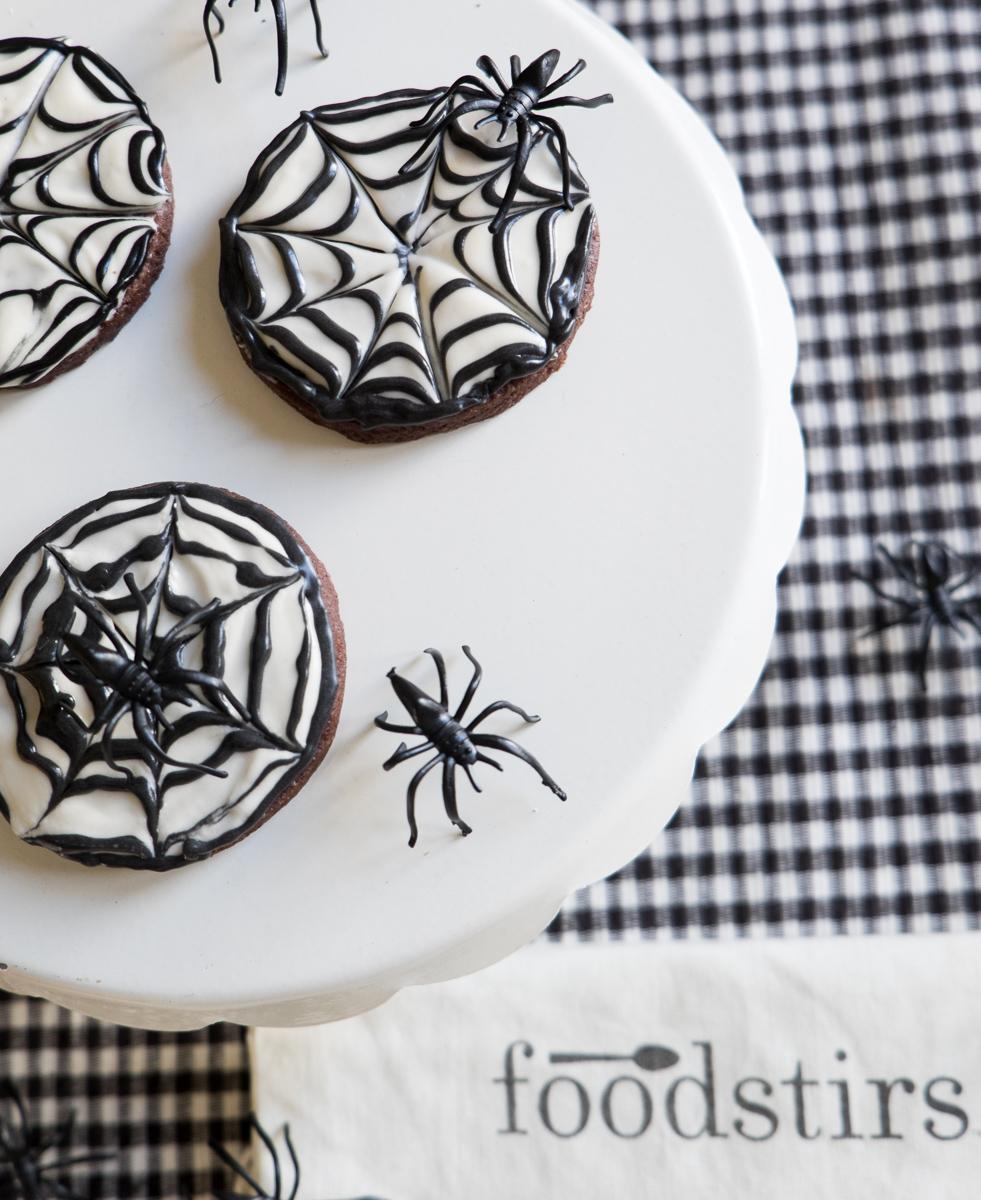 cobweb-cookies-cocoa-white-chocolate-halloween